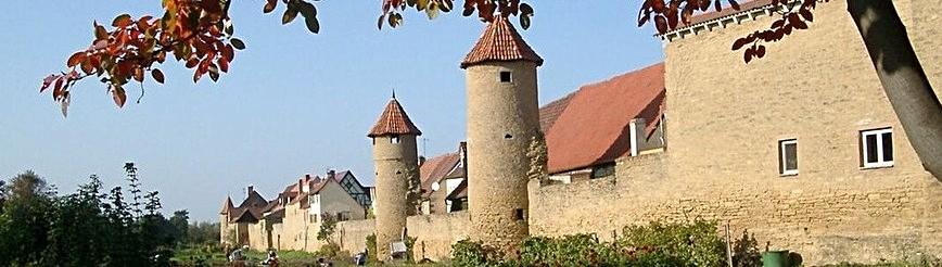 Südliche Stadtmauer mit Grabengärten an der B8